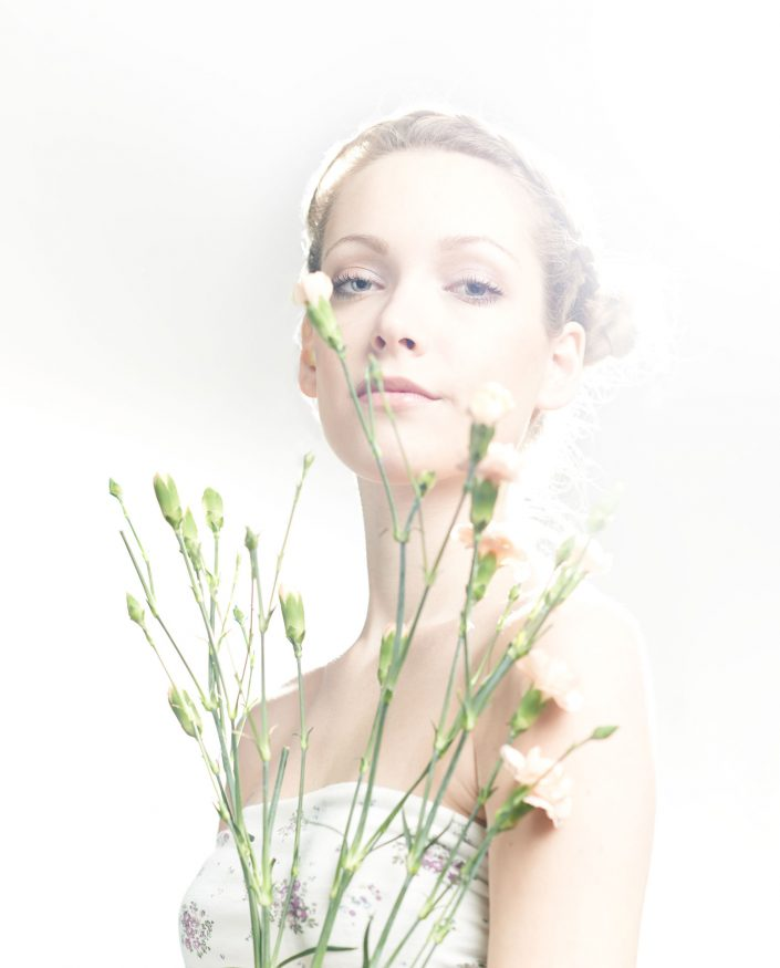 alyssa, portrait, beauty, blumen, 6