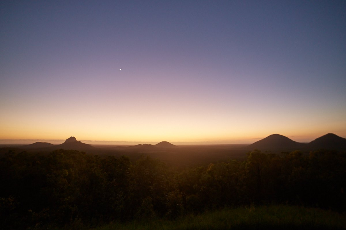 australien-18, glass house mountains, landschaft, sonnenaufgang, stimmungsvoll